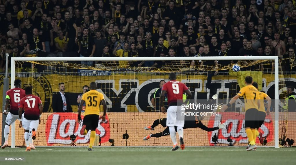 FBL-EUR-C1-YOUNG BOYS-MANCHESTER UNITED : News Photo