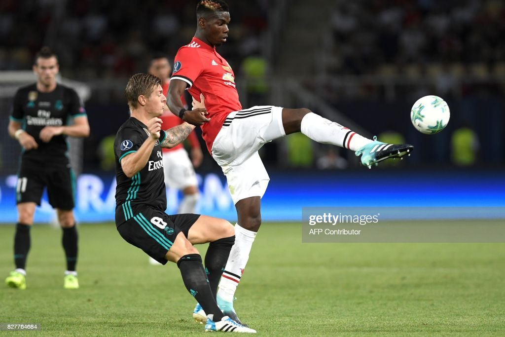 Manchester United's French midfielder Paul Pogba (R) vies with Real Madrid's German midfielder Toni Kroos during the UEFA Super Cup football match between Real Madrid and Manchester United on August 8, 2017, at the Philip II Arena in Skopje. / AFP PHOTO / Nikolay DOYCHINOV