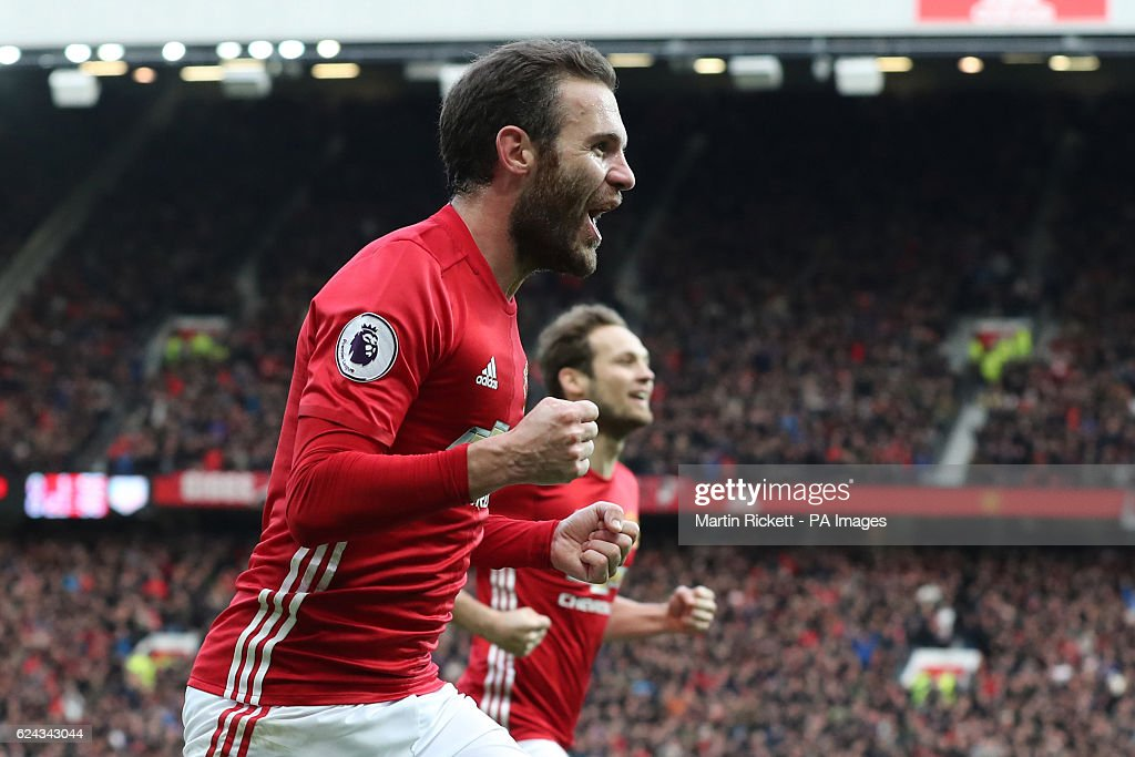 Manchester United v Arsenal - Premier League - Old Trafford : News Photo