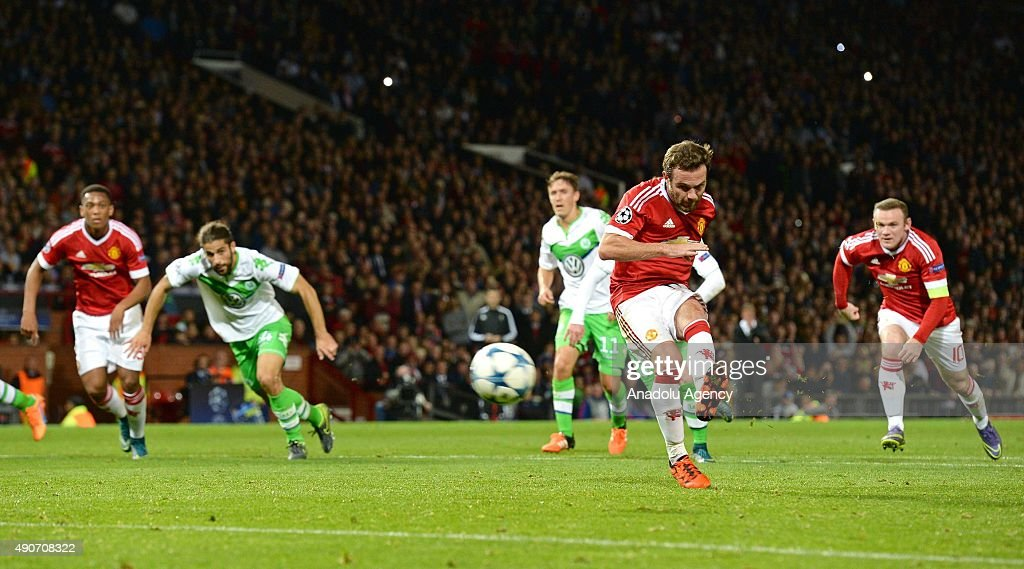 Manchester United vs VfL Wolfsburg - UEFA Champions League : News Photo