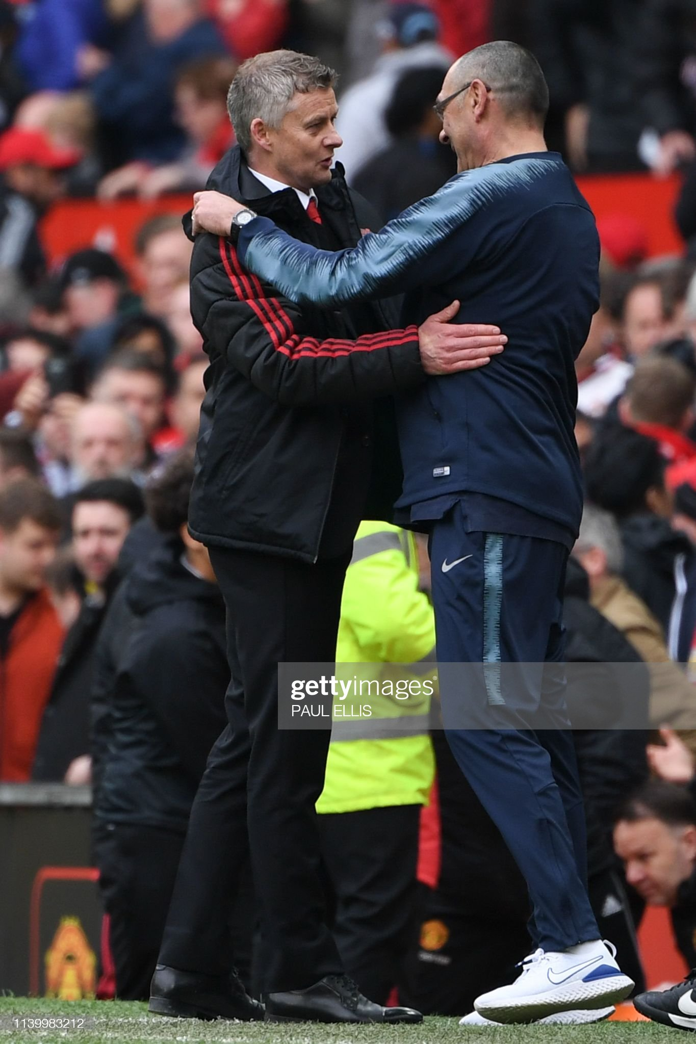 ¿Cuánto mide Maurizio Sarri? - Altura - Real height Manchester-uniteds-norwegian-manager-ole-gunnar-solskjaer-embraces-picture-id1139983212?s=2048x2048