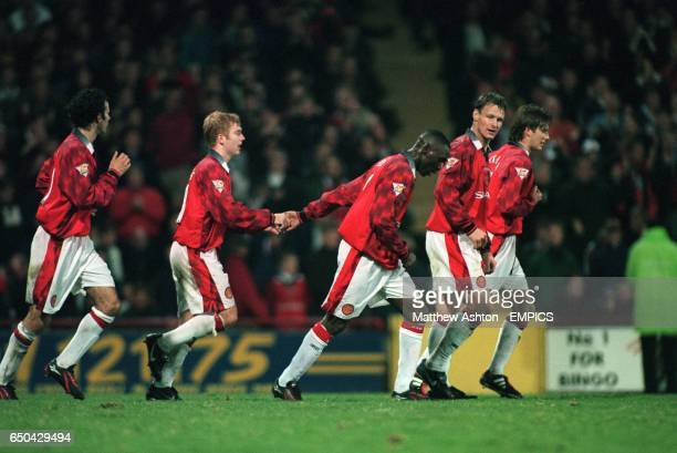 5d2df5ad9eb Manchester United s Paul Scholes celebrates his goal with teammates Ryan  Giggs Andy Cole Teddy Sheringham and