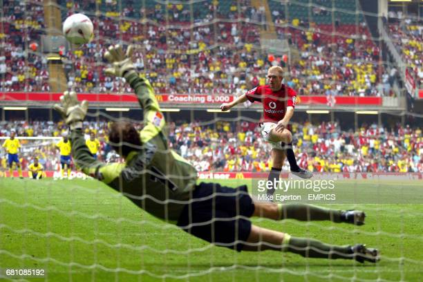 Manchester United's Paul Scholes fires his penalty past Arsenal's goalkeeper Jens Lehmann