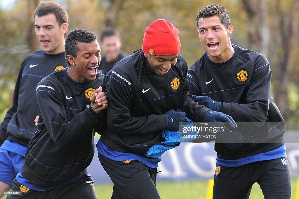 Manchester United's Portugese midfielder : News Photo