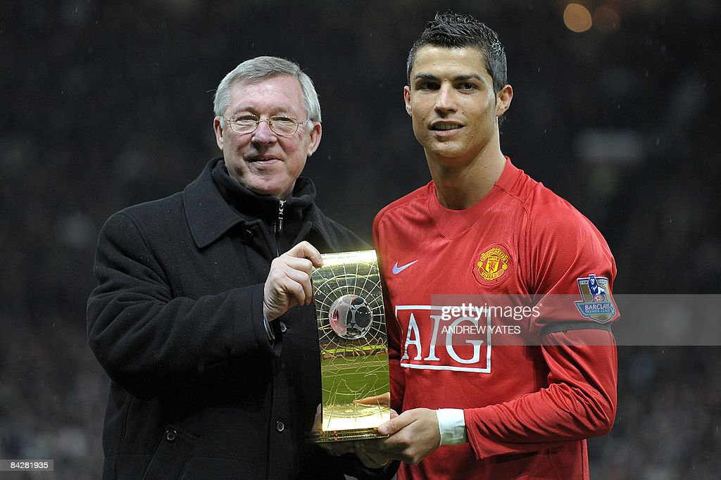 Manchester United's Portuguese midfielde : News Photo