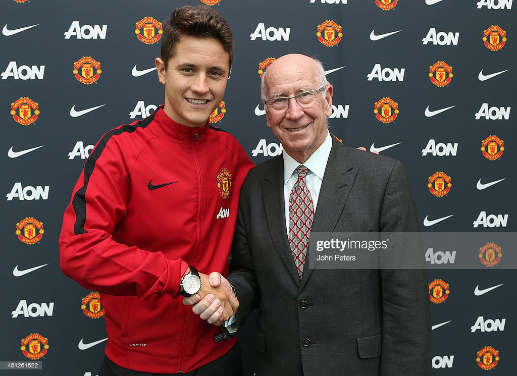 Ander Herrera Arrives At Manchester United Training Ground Ahead Of Medical : Fotografía de noticias
