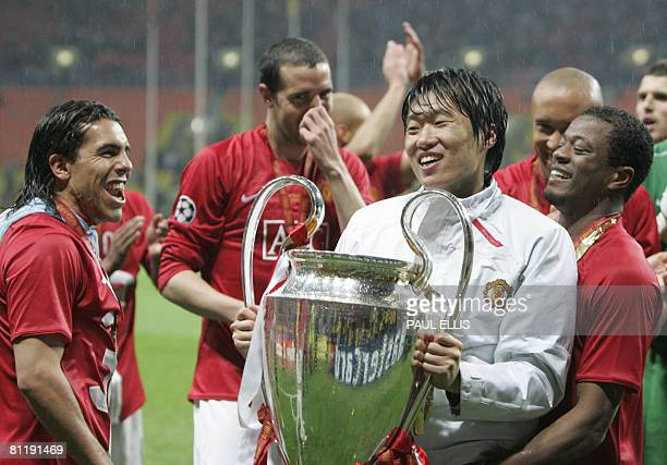 Manchester United's South Korean midfielder Park JiSung celebrates with the trophy after beating Chelsea in the final of the UEFA Champions League...
