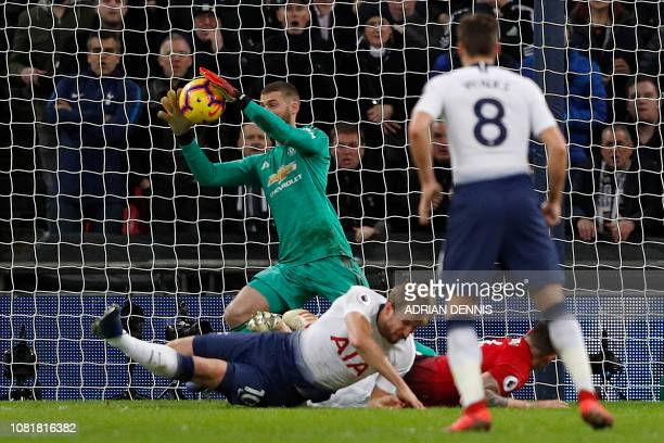 Manchester United's Spanish goalkeeper David de Gea prepares to save from Tottenham Hotspur's English striker Harry Kane during the English Premier...