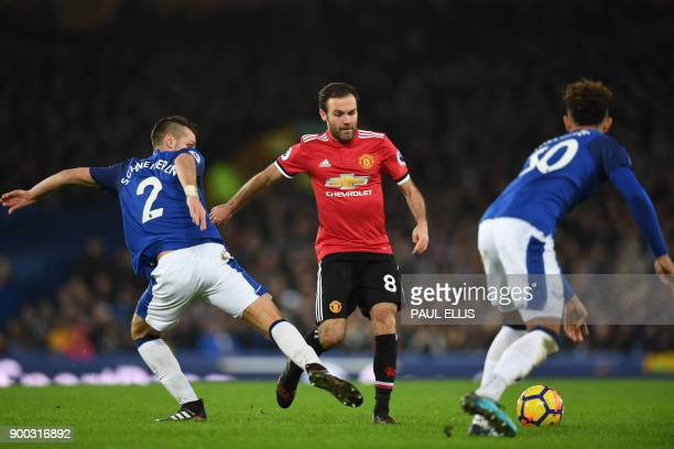 Manchester United's Spanish midfielder Juan Mata vies with Everton's French midfielder Morgan Schneiderlin and Everton's English defender Mason...