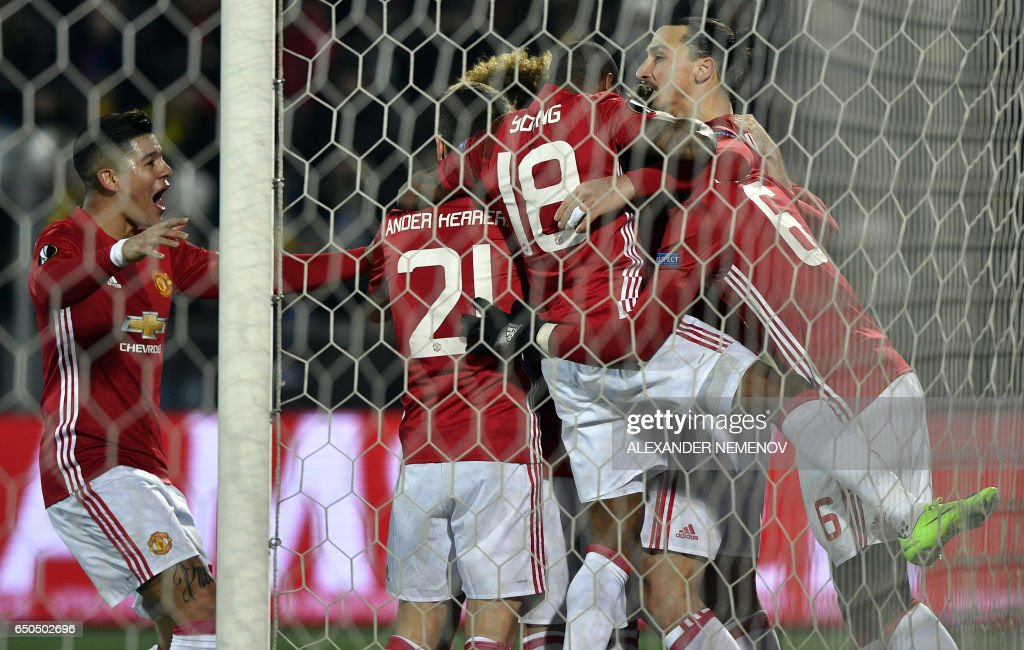 Manchester United's Swedish forward Zlatan Ibrahimovic (back R) celebrates with teammates after scoring a goal during the UEFA Europa League round of 16 football match between Rostov and Manchester United at Olimp-2 Arena in Rostov-on-Don on March 9, 2017. / AFP PHOTO / Alexander NEMENOV