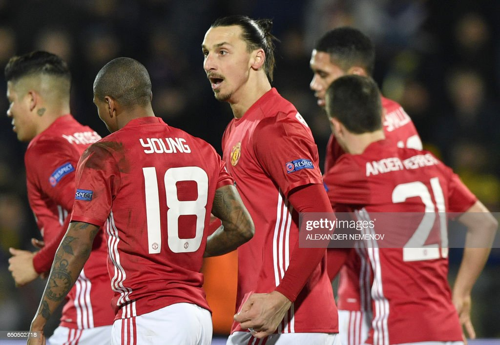 Manchester United's Swedish forward Zlatan Ibrahimovic (C) celebrates with teammates after scoring a goal during the UEFA Europa League round of 16 football match between Rostov and Manchester United at Olimp-2 Arena in Rostov-on-Don on March 9, 2017. / AFP PHOTO / Alexander NEMENOV