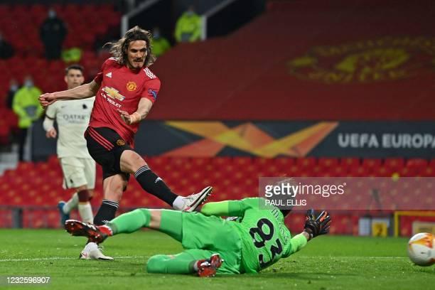 Manchester United's Uruguayan striker Edinson Cavani shoots past Roma's Italian goalkeeper Antonio Mirante to score their third goal during the UEFA...