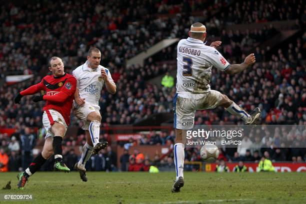 Manchester United's Wayne Rooney has a shot on goal in the dying minutes