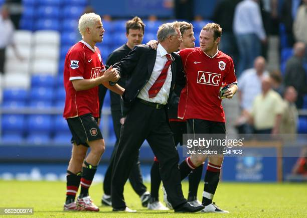Manchester United's Wayne Rooney , manager Alex Ferguson and Alan Smith celebrate after the final whistle.