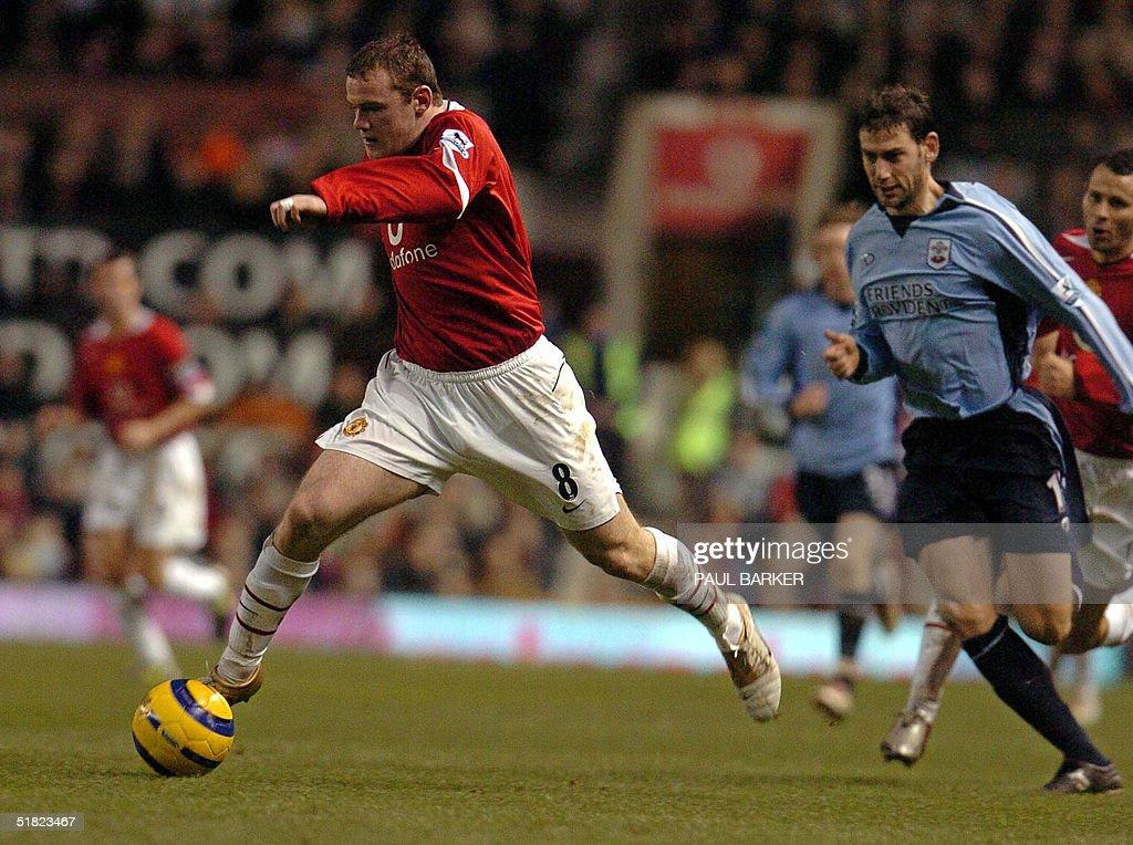 Manchester United's Wayne Rooney pulls a : News Photo