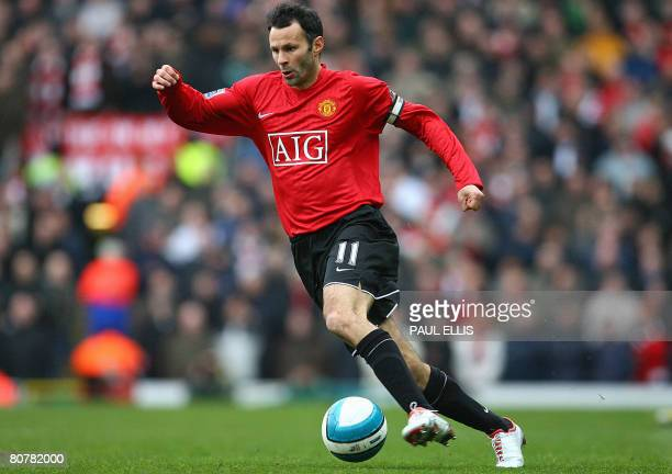 Manchester United's Welsh midfielder Ryan Giggs runs with ball during their Premier Football match against Blackburn Rovers on April 19 2008 at Ewood...