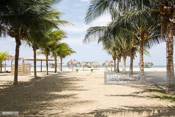 mancora idyllic beach at the north of perú - mancora fotografías e imágenes de stock