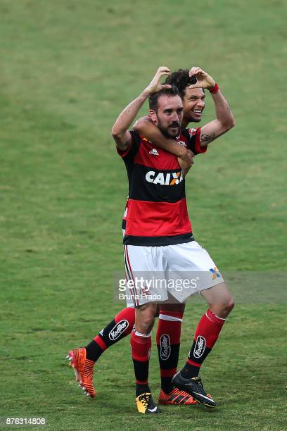 Mancuello and William Arao of Flamengo during the Brasileirao Series A 2017 match between Flamengo and Corinthians at Ilha do Urubu Stadium on...