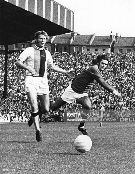 IN ACTION AGAINST MCCORMICK OF CRYSTAL PALACE AT SELHURST PARK Mandatory Credit Allsport Hulton/Archive
