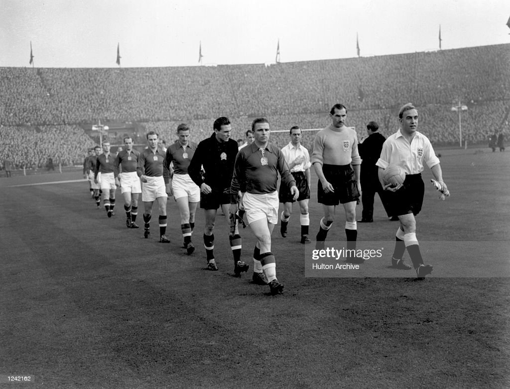 & (R) BILLY WRIGHT LEAD OUT THE TEAMS. IT TURNED OUT TO BE ENGLANDS FIRST DEFEAT BY A FOREIGN TEAM IN ENGLAND, THEY LOST 6-3. IN THE RETURN MATCH IN BUDAPEST THE FOLOWING YEAR ENGLAND LOST TO HUNGARY 7-1. Mandatory Credit: Allsport Hulton/Archive