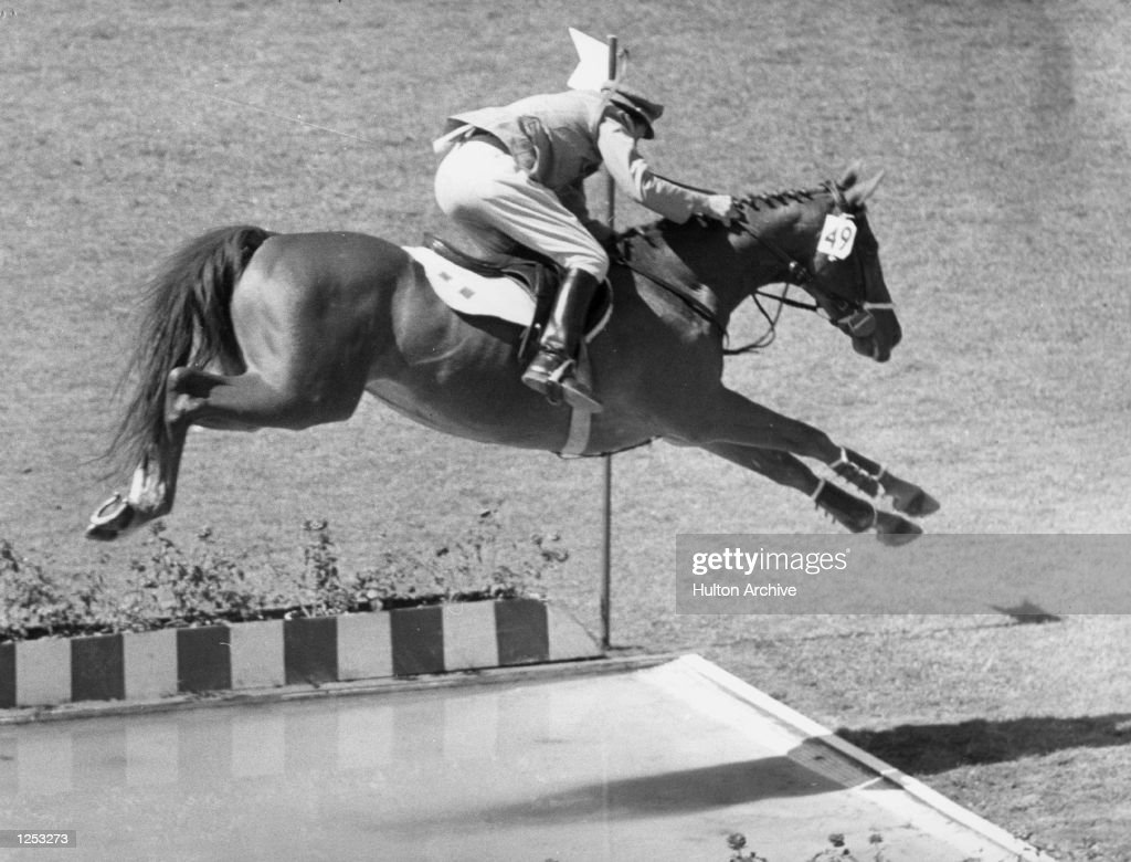 D''INZEO, WHO HAD WON A GOLD MEDAL EARLIER IN THE OLYMPIC INDIVIDUAL SHOW JUMPING, SEEN TAKING THE LONG WATER JUMP IN THE TEAM EVENT AT THE OLYMPIC STADIUM IN ROME. THE COMPETITION WAS WON BY GERMANY, WITH AMERICA SECOND AND ITALY THIRD. Mandatory Credit: Allsport Hulton/Archive