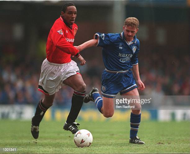 OF LEICESTER BATTLES FOR THE BALL WITH PAUL INCE OF MANCHESTER UNITED DURING THE FA PREMIERSHIP MATCH AT FILBERT STREET LEICESTER Mandatory Credit...