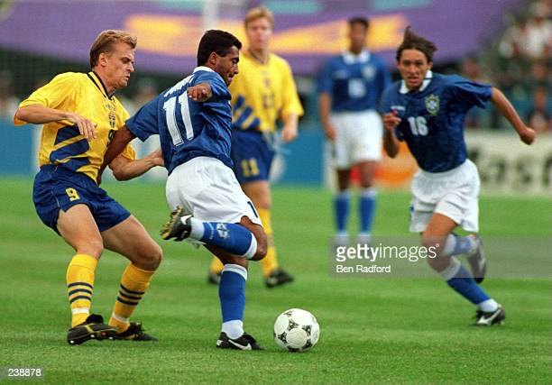 BRAZIL''S LEONARDO ARAUJO RUNS TO JOIN THE PLAY DURING THEIR 1994 WORLD CUP MATCH AT THE SILVERDOME IN PONTIAC MICHIGAN Mandatory Credit Ben...