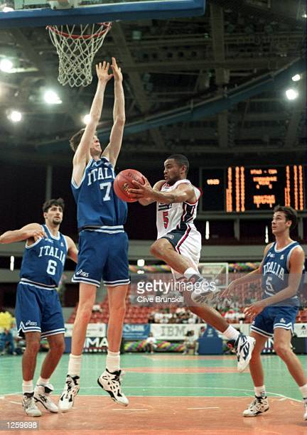 STRETCHES UP TO DEFEND AS DAMON STOUDAMIRE OF THE USA JUMPS GOE TO THE THE BASKET DURING THE BASKETBALL COMPETITION AT THE 1994 GOODWILL GAMES IN ST...