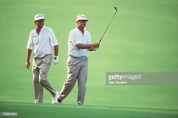 WATCHES GRAHAM MARSH PLAY AN IRON DURING THE FINAL DAY OF THE 1994 US SENIOR OPEN AT THE PINEHURST GOLF COURSE IN NORTH CAROLINA Mandatory Credit...