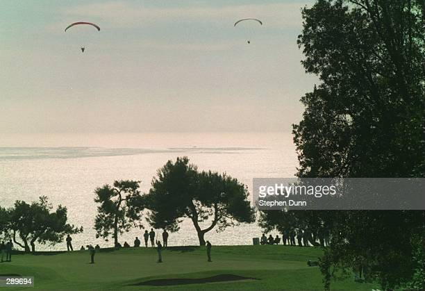 BIRD''S EYE VIEW OF SECOND ROUND ACTION OF THE 1995 BUICK INVITATIONAL AT THE THIRD HOLE OF TORREY PINES SOUTH GOLF COURSE IN LA JOLLA CALIFORNIA...