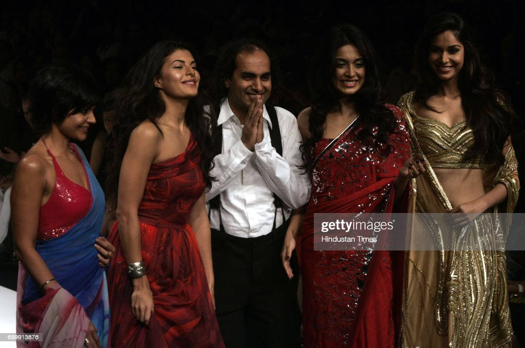 Mandira Bedi Jacqueline Fernandez Designer Satya Paul Sahara Saharha Jain and Amruta Patki walk on the ramp during designer Satya Paul Creation at...