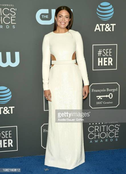 Mandy Moore attends the 24th annual Critics' Choice Awards at Barker Hangar on January 13, 2019 in Santa Monica, California.