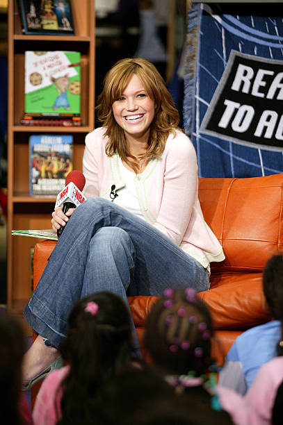 Mandy Moore reads to children as part of the NBA s Read to Achieve program  at the 66f8f82ec