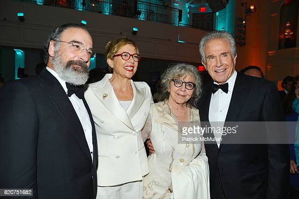 Mandy Patinkin Annette Bening Kathryn Grody and Warren Beatty attend the Museum Of The Moving Image 30th Annual Salute Honoring Warren Beatty at 583...