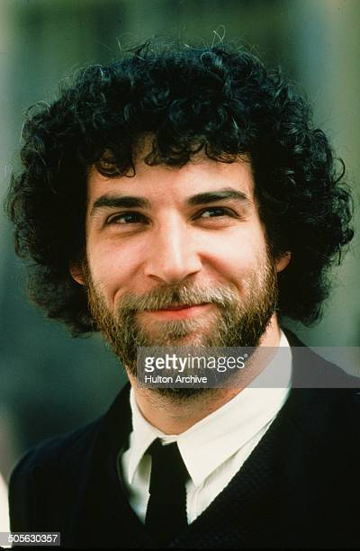 """Mandy Patinkin poses for the movie """"Yentl"""" circa 1983."""