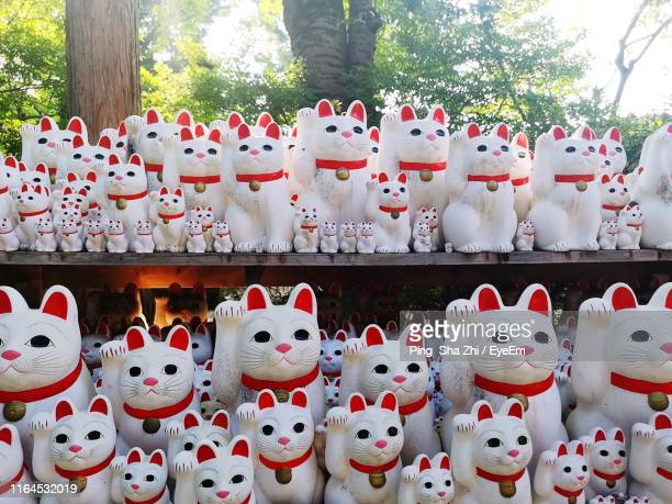 maneki nekos for sale in market - eyeem collection stock pictures, royalty-free photos & images