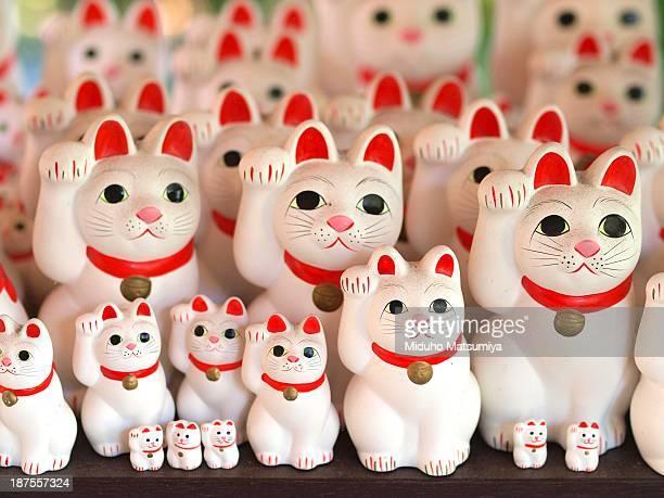 manekineko - maneki neko stock photos and pictures