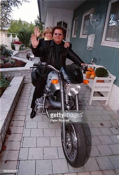 Manfred Durban EhefrauHelene Homestory Motorrad Knittlingen Sonnenbrille