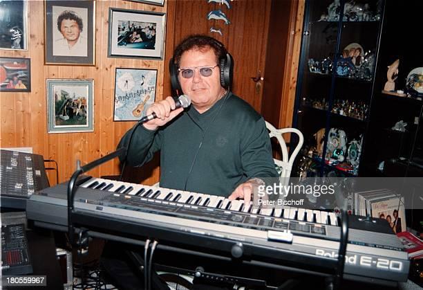 Manfred Durban Homestory Tonstudio KeyboardMusikinstrument Mikrofon KopfhörerKnittlingen