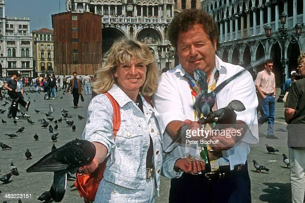 Manfred Durban und Ehefrau Helene ZDFSpecial 'Liebe ist mein erster Gedanke' am Markusplatz Venedig Italien