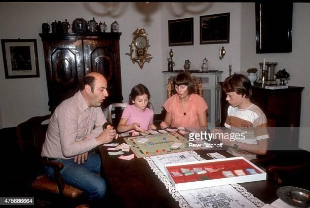 Manfred Krug Ehefrau Ottilie Tochter Stefanie und Sohn Daniel Homestory am in Berlin Deutschland