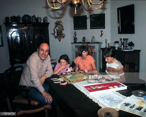 Manfred Krug Ehefrau Ottilie Tochter Stefanie und Sohn Daniel Homestory Berlin Deutschland Europa