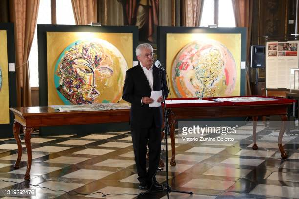 """Manfred Möller attends the exhibition opening """"Leonismo"""" by artist Leon Loewentraut on May 21, 2021 in Venice, Italy. In the library, directly on St...."""