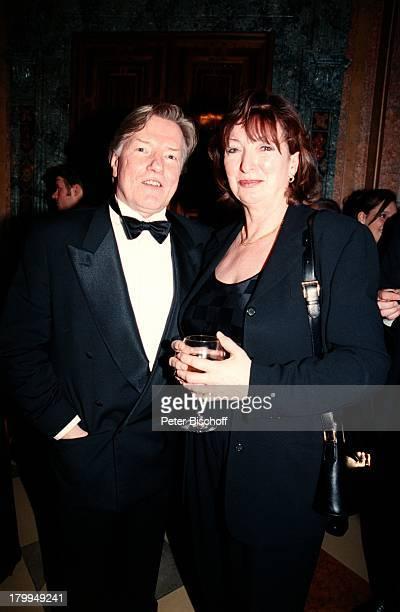 Manfred Zapatka Ehefrau MargareteBayerischer Filmpreis 2000CuvilliesTheater München Abendkleid