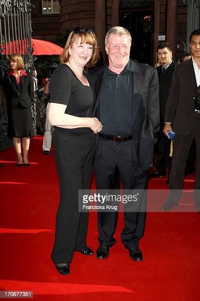 Manfred Zapatka Und Ehefrau Margarete Vor Der Premiere Der Nibelungenfestspiele In Worms