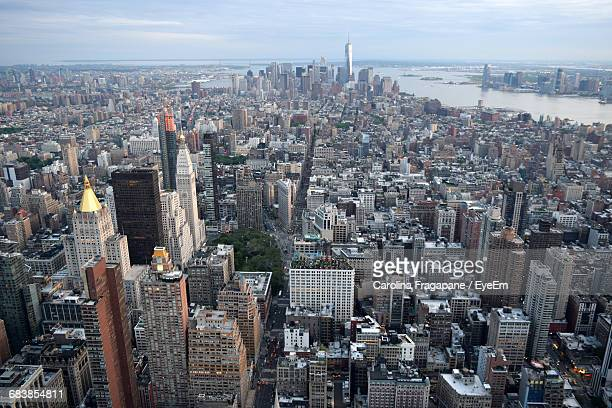manhattan against sky seen from empire state building - carolina fragapane stock pictures, royalty-free photos & images
