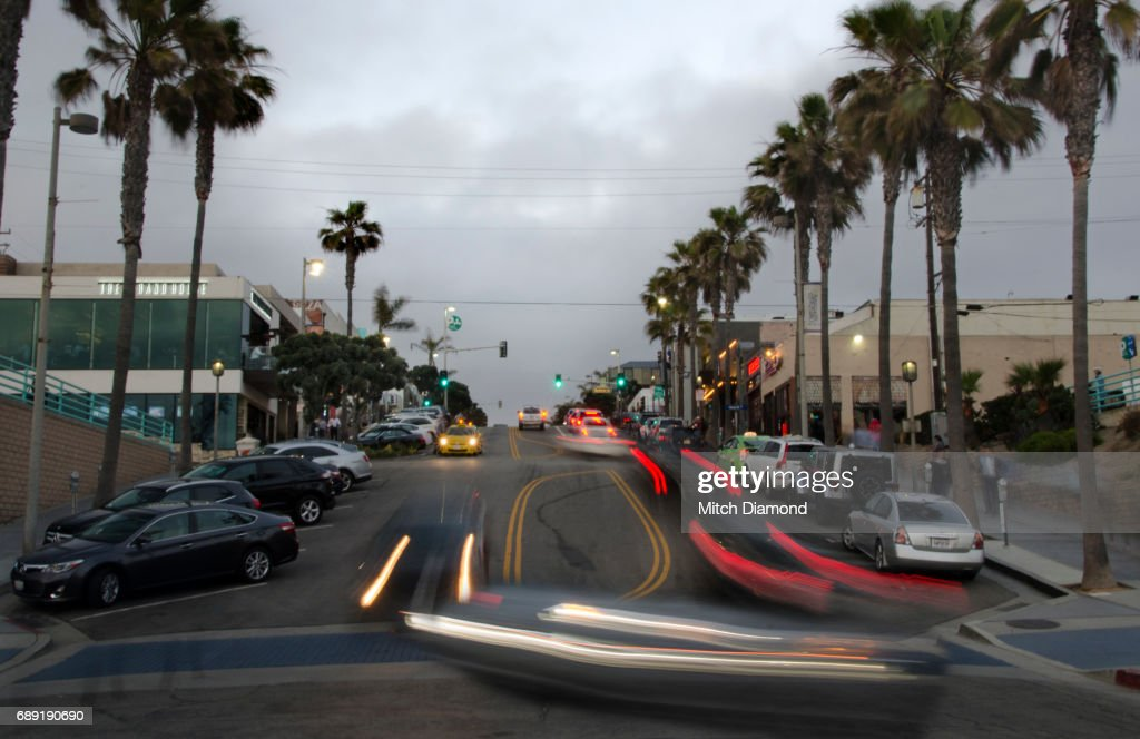 Manhattan Beach Evening in Town : Stock Photo