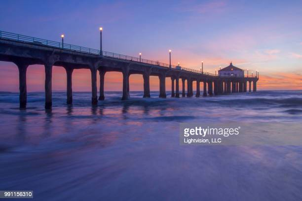 manhattan beach pier in los angeles county - la waterfront stock pictures, royalty-free photos & images