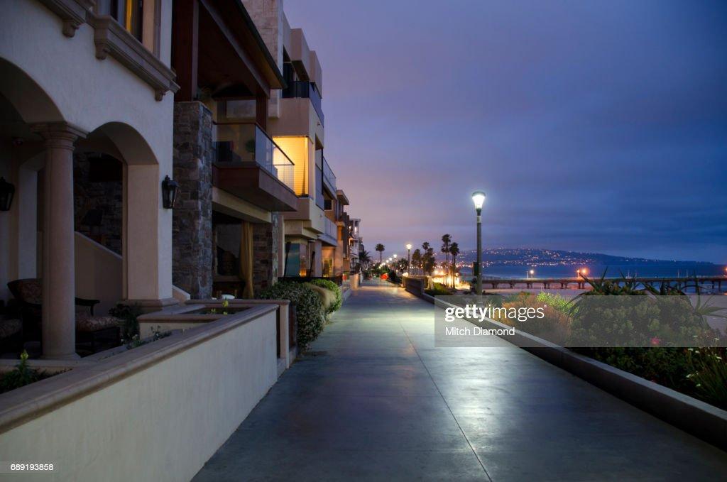 Manhattan Beach Walkway : Stock Photo