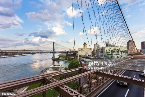 manhattan bridge and east river in new york city - dumbo imagens e fotografias de stock